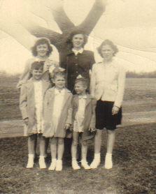 Kroey sisters. back row L to R  Joyce, Joanne, Shirley.Front row L to R: Beverley, Judie, Janice