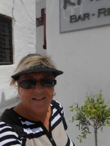 Person who takes oddball photos in Mykonos