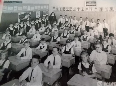 2a Bob in school-big class size (standing in back, 2nd from teacher on right)